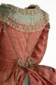 Robe à la Polonaise -- Vestido a la Polaca, ca. 1775-80; Museo del Traje, Madrid; CE001004-CE001005: http://ceres.mcu.es/