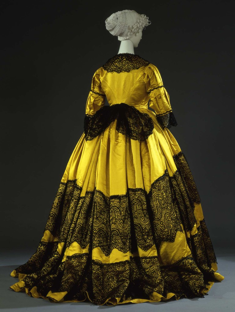 1865  Abito femminile da ricevimento