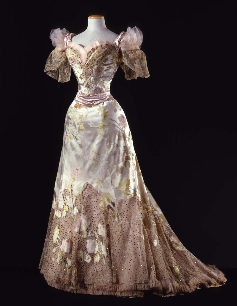 1902  Abito femminile da ballo in tre pezzi